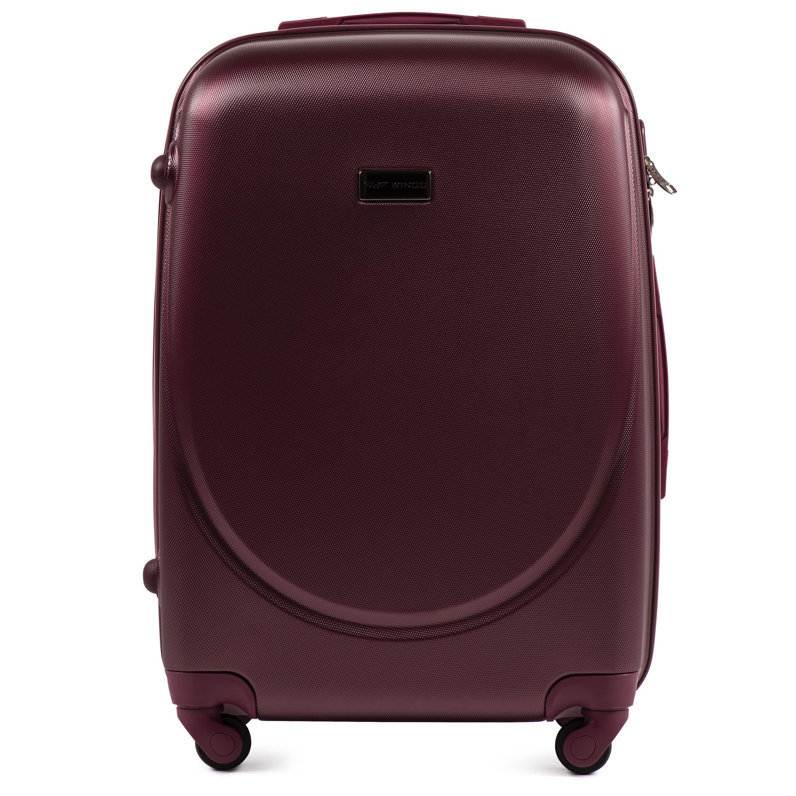 Средний пластиковый чемодан на четырёх каучуковых колёсах